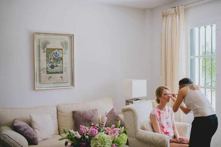Preparándose para boda íntima en El Cortijo de Correa en Marbella